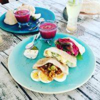 pita sandwich table